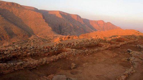 Fig 1. Vue générale de l'aile nord de la basse-cour de la Qasba; les pièces rectangulaires sont adossées au mur d'enceinte de la Qasba.