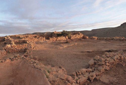 Fig. 1: Vue d'ensemble de la cour de la zone de commandement, Qasba d'Îgîlîz. © J.-P. Van Staëvel – Mission archéologique à Îgîlîz.