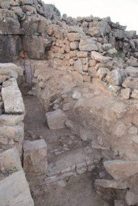 Fig. 2: La poterne du front occidental de l'acropole d'Îgîlîz en fin de fouilles. ©V.Héritier-Salama – Mission archéologique à Îgîlîz.