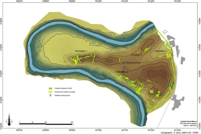 Fig. 1. Plan d'ensemble du site de Rirha dans le méandre de l'oued Beht. Localisation des zones de fouilles (S.Sanz).