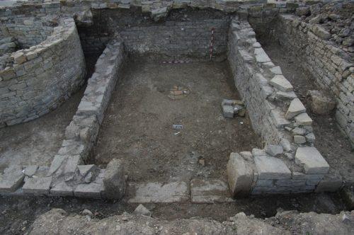Fig.3. — Secteur 1: salle principale de la Grande domus, vue depuis l'est (cliché L.Brassous/O.Rodríguez)