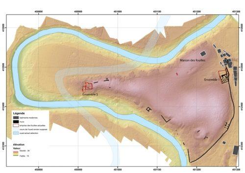 Fig.1. — Le site de Rirha dans le méandre de l'oued Beht, avec le tracé antique et le tracé actuel du cours d'eau (S. Sanz)