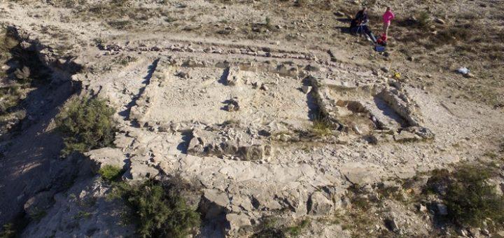 Fig. 3. — La structure THf et le mur de terrasse septentrional.