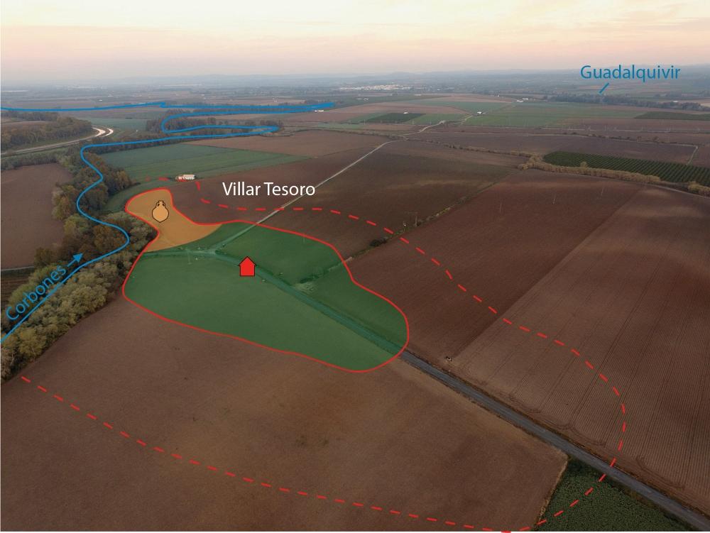 Fig. 7 — Vue aérienne prise de l'Est du complexe domanial de Villar Tesoro (Carmona) sur la rive droite du río Corbones. Doc. V. Lauras et Q. Desbonnets, LabEx Archimede del. 2017.